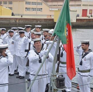 Navio do 20 de Fevereiro arriou pela última vez a bandeira